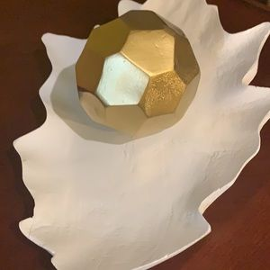 Home decor white leaf and gold ball